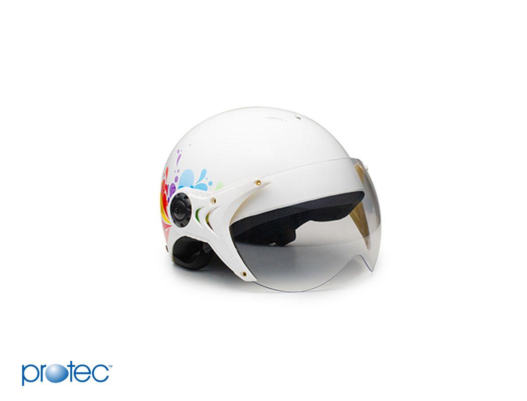 Mũ bảo hiểm có kính với thiết kế đặc trưng