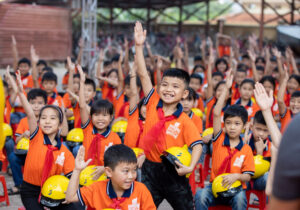 Vietnamese garment factory personally gives back to the community